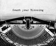 Tappningskrivmaskin med texträkning din välsignelse arkivfoto
