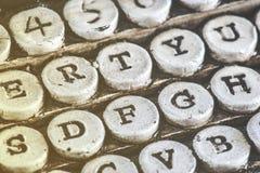 Tappningskrivmaskinsdetalj med sten sned tangenter Arkivbilder