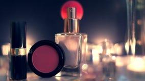 Tappningsminkskönhetsmedel och smycken, lyxig tillbehör på natten arkivfilmer