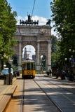 Tappningspårvagn i Milan, Italien Arkivfoto