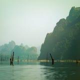 Tappningstil av berg sjön arkivbilder