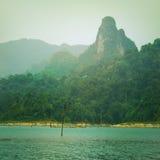 Tappningstil av berg sjön fotografering för bildbyråer