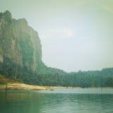 Tappningstil av berg sjön royaltyfri bild