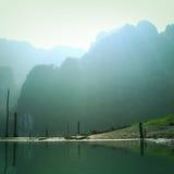 Tappningstil av berg sjön royaltyfria bilder