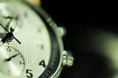 Tappningstil av lyxiga män klocka, begrepp av numret i klocka Arkivfoto
