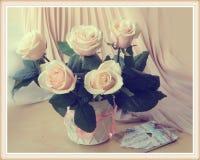Tappningstilleben med rosor Royaltyfria Bilder