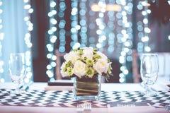Tappningtabellinställning för ett bröllopmottagande eller en händelse arkivbilder