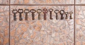 Tappningtangenter på stengolvet Royaltyfria Foton