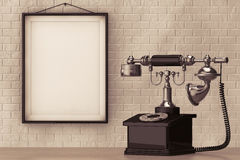 Tappningtelefon framme av tegelstenväggen med den tomma ramen Arkivbild