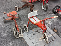 Gammala trehjulingar för barn Arkivfoton