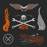 Tappninguppsättning av motorcykellogoer, etiketter och designbeståndsdelar Materielvektor Royaltyfria Bilder