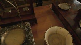 Tappningvåg på marmorställning lager videofilmer