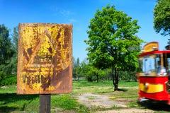Tappningvarningstecken om spårvagnen arkivbilder