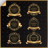 Tappningvektoruppsättningen av svarten inramar etiketten med guld-   Arkivbilder