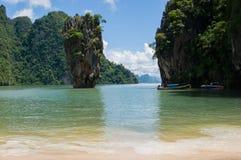 Tapu ö på den Phang Nga fjärden (James Bond Island) Arkivfoton