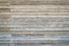 Tapume de madeira resistido da casa abandonada da exploração agrícola imagens de stock royalty free