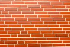 Tapume falsificado da parede de tijolo vermelho fotos de stock