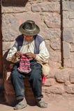 TAQUILE海岛,普诺,秘鲁 2013年5月31日:从艾马拉社区的人,他们五颜六色的服装的,是著名的他们美好的12月 免版税库存照片