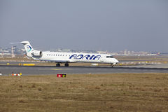 "Tar †""Adria Airways Canadair 900 Frankfurt för den internationella flygplatsen av Royaltyfri Foto"