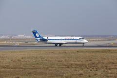 """Tar †""""Belavia Canadair 100 Frankfurt för den internationella flygplatsen av Royaltyfria Bilder"""