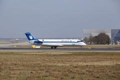 """Tar †""""Belavia Canadair 100 Frankfurt för den internationella flygplatsen av Arkivfoto"""
