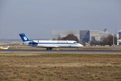 """Tar †""""Belavia Canadair 100 Frankfurt för den internationella flygplatsen av Royaltyfri Bild"""