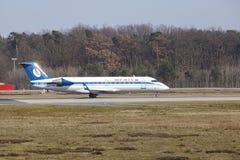 """Tar †""""Belavia Canadair 100 Frankfurt för den internationella flygplatsen av Arkivfoton"""