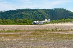AN-28 tar av royaltyfria foton