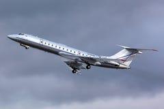 Tar den företags strålen för tupoleven Tu-134 RA-65700 av på Zhukovsky Arkivfoton