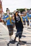 Tar den thai kvinnan för handelsresande som poserar den thai dansen för, fotoet Royaltyfri Bild