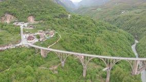 Tara rzeki jar Popularny miejsce dla wizyty jest Durdevica mostem Jurjevich most w Zabljak, Montenegro zbiory wideo