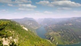 Tara stena van Banjska van het berggezichtspunt stock video
