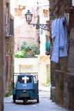 Taranto, Apulien - 31. MAI 2017 - ein altes Dreiradauto in lizenzfreie stockfotos