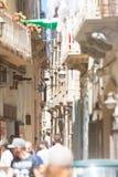 Taranto, Apulien - 31. MAI 2017 - Touristen, die durch die Inspektion gehen stockbild