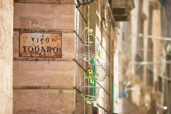 Taranto, Apulien - reizende Dekoration innerhalb der alten Stadt von Taran lizenzfreie stockbilder