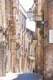 Taranto, Apulien - schöne mittlere gealterte Architektur von Taranto lizenzfreies stockbild