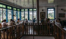 Taras restauracja w Ouro Preto wymieniał Bene da Flauta przegapia ikonowego UNESCO światowego dziedzictwa miasto zdjęcia royalty free