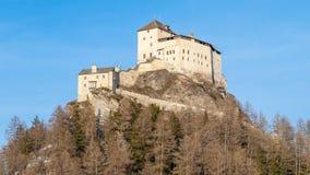 Taraspkasteel - versterkt bergkasteel in Zwitserse Alpen, Engadin, Zwitserland royalty-vrije stock afbeeldingen