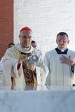 Tarcisio Bertone, tijdens kerkwijding. stock foto's