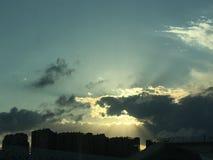 Tarde con su puesta del sol en invierno imagen de archivo libre de regalías