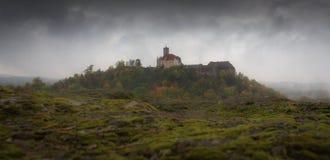 Tarde de niebla en el castillo de Wartburg Foto de archivo