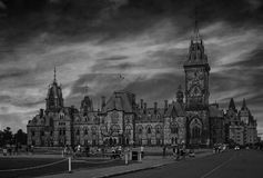 Tarde de Ottawa con los cielos fabulosos - blancos y negros Foto de archivo libre de regalías