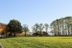 A tarde de relaxamento em jardins dourados estaciona, Seattle Washington imagem de stock royalty free