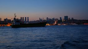 Tarde del mar de la nave de petrolero metrajes