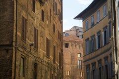Tarde del paisaje de la calle de Siena foto de archivo libre de regalías