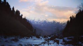 Tarde del paisaje + del manali imagen de archivo
