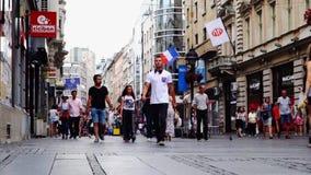 Tarde del verano en la calle de Knez Mihailova, Belgrado, Serbia almacen de metraje de vídeo