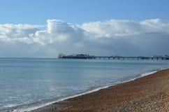 Tarde dos invernos ao longo da frente marítima de Brigghton Imagens de Stock Royalty Free