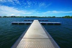 Tarde en el puente de transbordador en la isla de Belitong Imagen de archivo libre de regalías