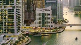Tarde en el puerto deportivo de Dubai almacen de metraje de vídeo